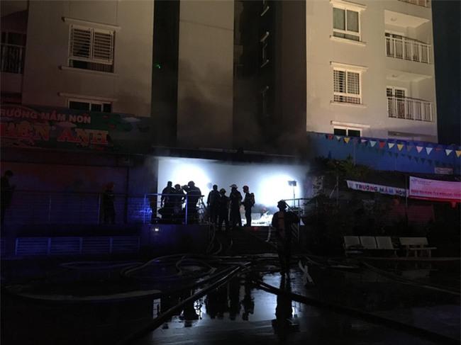 KINH HOÀNG: Cháy chung cư cao cấp ở Sài Gòn, 13 người chết, 14 người bị thương - Ảnh 2.