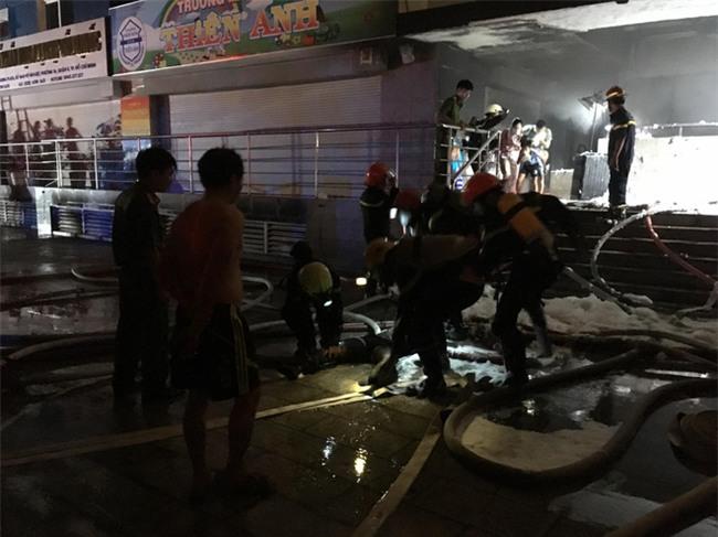 KINH HOÀNG: Cháy chung cư cao cấp ở Sài Gòn, 13 người chết, 14 người bị thương - Ảnh 3.