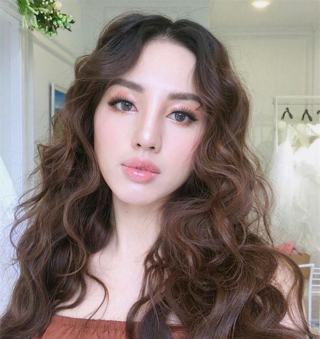 Đã qua rồi thời son lì, loạt người đẹp Việt đang chạy theo xu hướng son bóng nhẫy khoe môi gợi cảm - Ảnh 12.