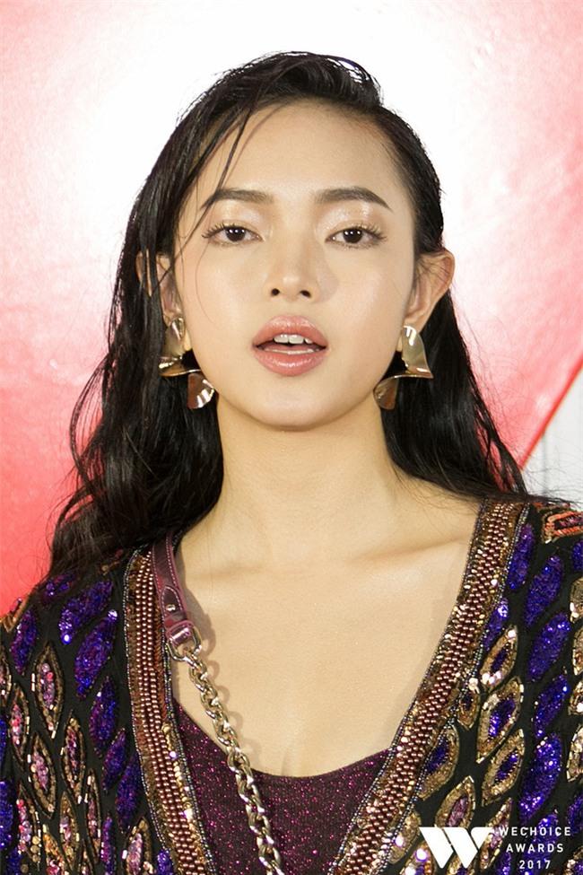Đã qua rồi thời son lì, loạt người đẹp Việt đang chạy theo xu hướng son bóng nhẫy khoe môi gợi cảm - Ảnh 5.