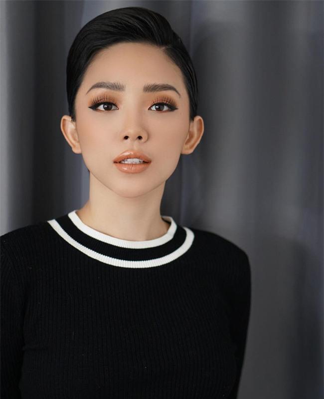 Đã qua rồi thời son lì, loạt người đẹp Việt đang chạy theo xu hướng son bóng nhẫy khoe môi gợi cảm - Ảnh 6.