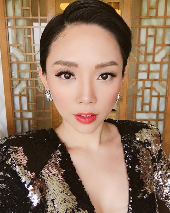 Đã qua rồi thời son lì, loạt người đẹp Việt đang chạy theo xu hướng son bóng nhẫy khoe môi gợi cảm - Ảnh 7.