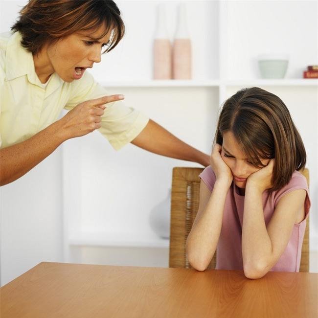 Kiềm chế cơn nóng giận, nói không với đòn roi: Những bà mẹ nóng tính không thể bỏ qua các cách này - Ảnh 2.
