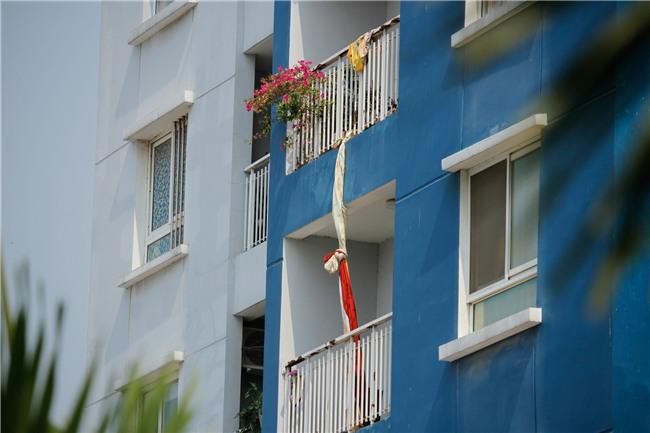Vụ cháy chung cư Carina: Không loại trừ khả năng cài đặt gây nổ, hệ thống cửa ngăn cháy bị kê chặn ở tất cả các tầng - Ảnh 2.