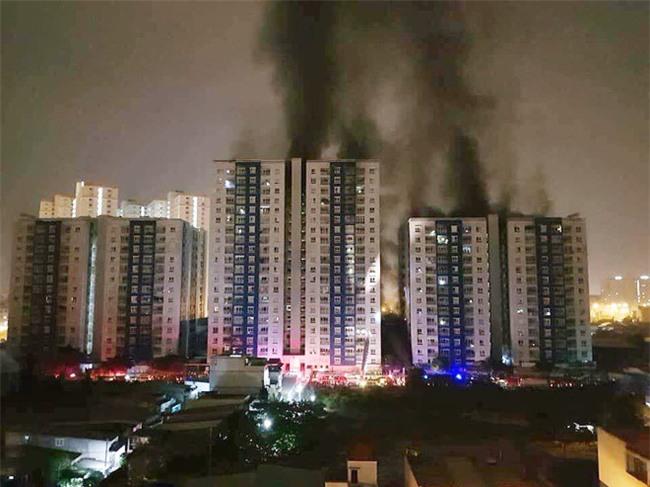 16 năm sau thảm họa ITC, người Sài Gòn lại bàng hoàng trước nỗi đau và mất mát quá lớn trong vụ cháy chung cư Carina - Ảnh 2.