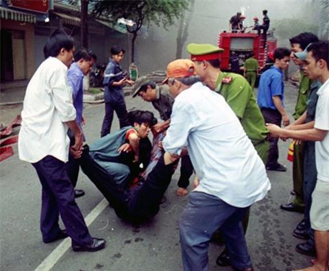 16 năm sau thảm họa ITC, người Sài Gòn lại bàng hoàng trước nỗi đau và mất mát quá lớn trong vụ cháy chung cư Carina - Ảnh 4.