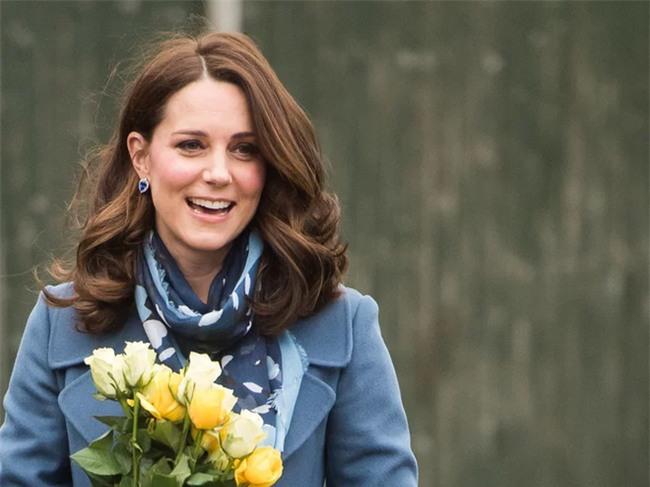 Đây chính là bí quyết đẹp hơn mỗi ngày ngay cả khi bầu bí của Công nương Kate - Ảnh 2.