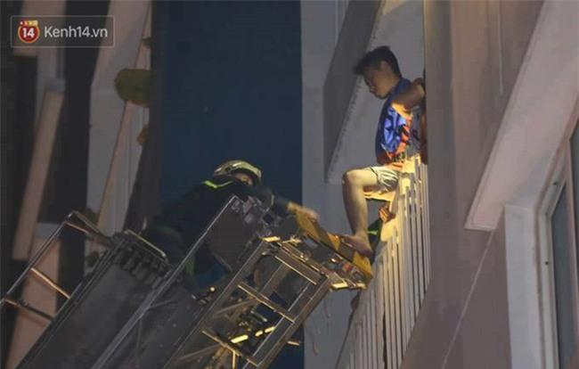 Nhìn lại toàn bộ diễn biến và những câu chuyện ám ảnh trong vụ cháy kinh hoàng ở chung cư Carina khiến 14 người thiệt mạng - Ảnh 2.