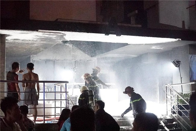 cháy lớn,cháy chung cư,Chung cư cao cấp,cháy lớn ở TP HCM,cháy chung cư Carina Plaza