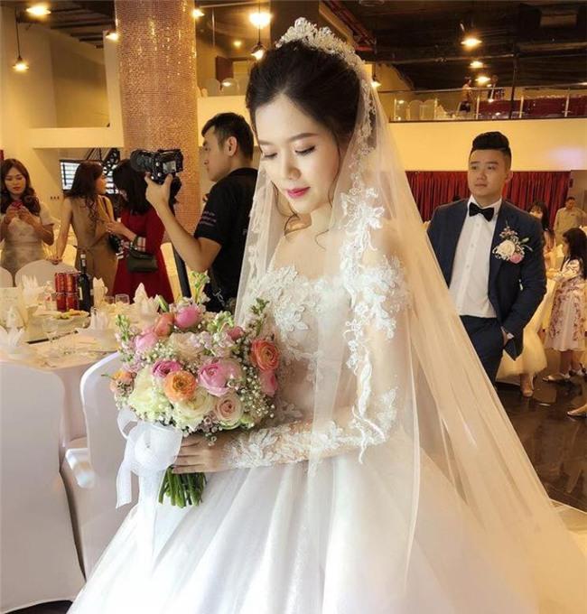 Đám cưới 2 tỷ đồng tại Quảng Ninh với sự góp mặt của nhiều ngôi sao nổi tiếng, mời 1000 khách khiến MXH ngất ngây - Ảnh 1.