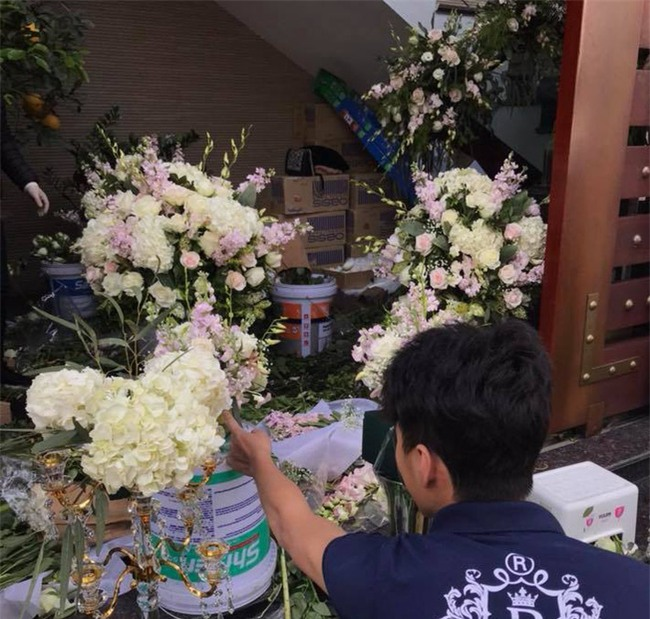 Đám cưới 2 tỷ đồng tại Quảng Ninh với sự góp mặt của nhiều ngôi sao nổi tiếng, mời 1000 khách khiến MXH ngất ngây - Ảnh 10.
