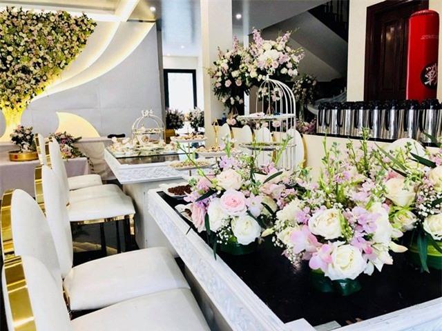 Đám cưới 2 tỷ đồng tại Quảng Ninh với sự góp mặt của nhiều ngôi sao nổi tiếng, mời 1000 khách khiến MXH ngất ngây - Ảnh 3.