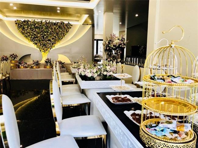 Đám cưới 2 tỷ đồng tại Quảng Ninh với sự góp mặt của nhiều ngôi sao nổi tiếng, mời 1000 khách khiến MXH ngất ngây - Ảnh 5.