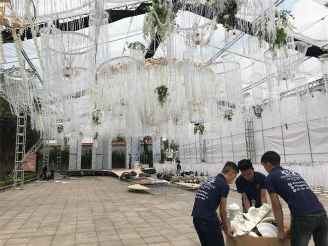 Đám cưới 2 tỷ đồng tại Quảng Ninh với sự góp mặt của nhiều ngôi sao nổi tiếng, mời 1000 khách khiến MXH ngất ngây - Ảnh 7.
