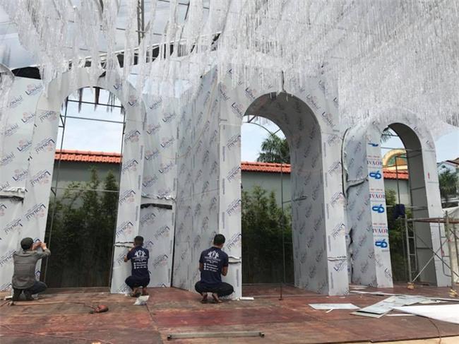 Đám cưới 2 tỷ đồng tại Quảng Ninh với sự góp mặt của nhiều ngôi sao nổi tiếng, mời 1000 khách khiến MXH ngất ngây - Ảnh 9.