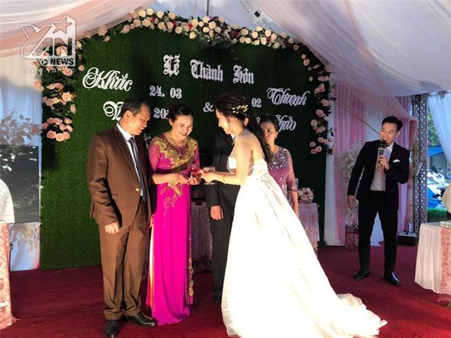 Những khoảnh khắc đẹp trong đám cưới của Khắc Việt và vợ DJ ở quê - Tin sao Viet - Tin tuc sao Viet - Scandal sao Viet - Tin tuc cua Sao - Tin cua Sao