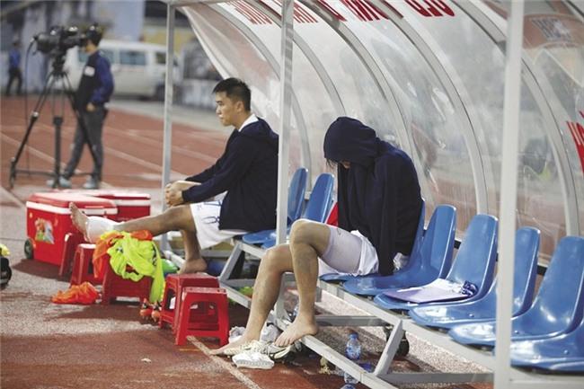 """Tiền vệ Tuấn Anh: Số phận của """"đôi chân pha lê"""" - Ảnh 1."""