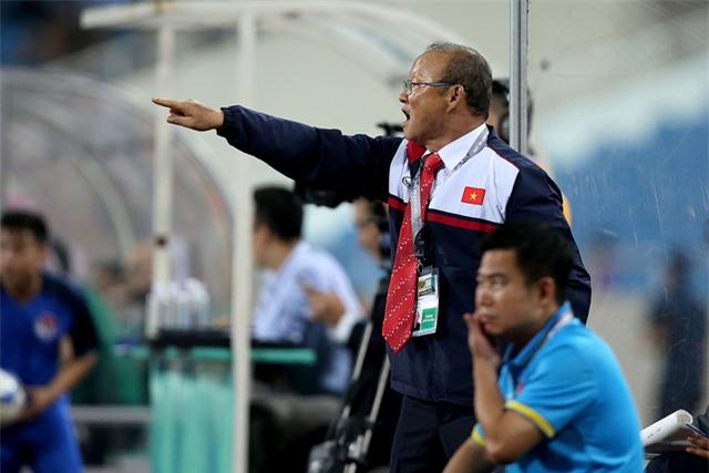 HLV Park Hang Seo đứng trước cơ hội được thử nghiệm cả về lối chơi lẫn nhân sự (ảnh: Gia Hưng)