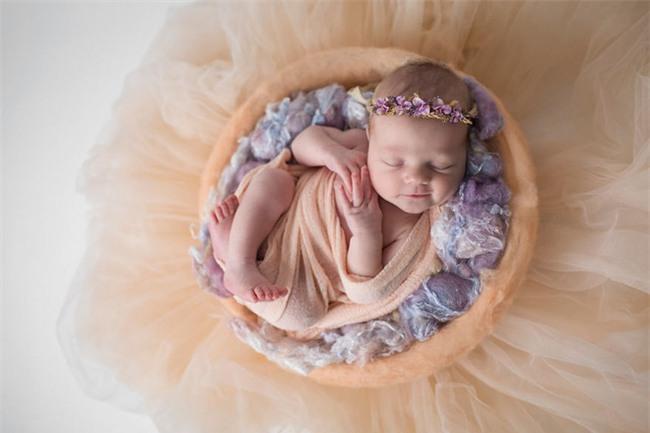 Ngất ngây với chùm ảnh những em bé sơ sinh cuộn tròn say ngủ - Ảnh 10.