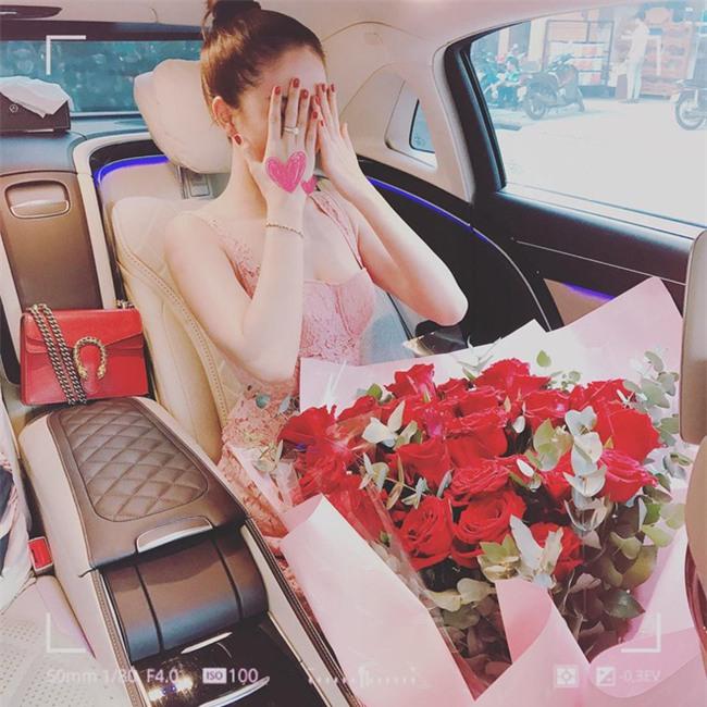 Có ai như Ngọc Trinh, đã sắm một loạt đồ hiệu màu hồng lại còn diện cả loạt váy áo màu hồng mới chịu  - Ảnh 11.