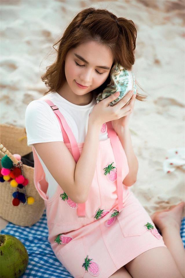 Có ai như Ngọc Trinh, đã sắm một loạt đồ hiệu màu hồng lại còn diện cả loạt váy áo màu hồng mới chịu  - Ảnh 15.