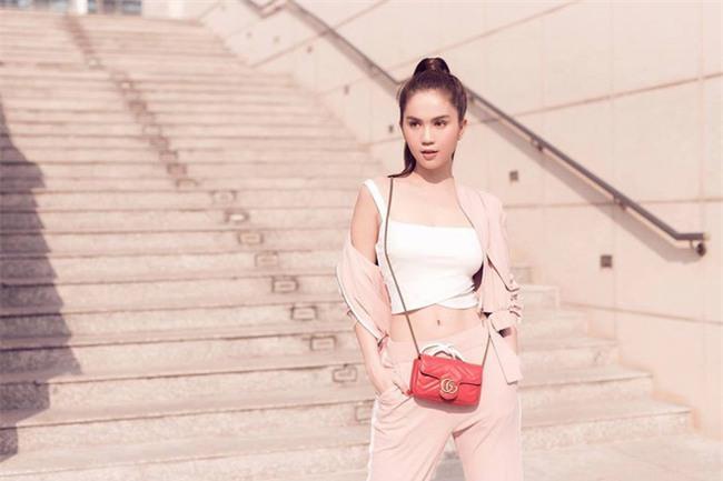 Có ai như Ngọc Trinh, đã sắm một loạt đồ hiệu màu hồng lại còn diện cả loạt váy áo màu hồng mới chịu  - Ảnh 9.
