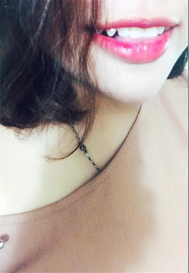 Khoe môi gợi cảm tiện thể khoe luôn ria mép, cô gái khiến cư dân mạng mắt xem ảnh tay nhặt mồm vì cười - Ảnh 12.