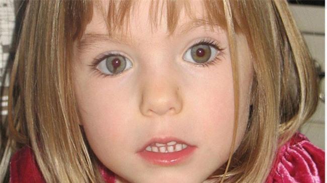 Vụ mất tích bí ẩn nhất nước Anh: Bỏ con ở lại trong khách sạn để đi ăn tối, cặp vợ chồng 11 năm mòn mỏi tìm con gái vẫn bặt vô âm tín - Ảnh 1.