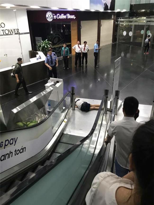 Nữ sinh Sài Gòn tử vong sau khi rơi từ lầu 3 toà nhà Bitexco xuống đất - Ảnh 1.
