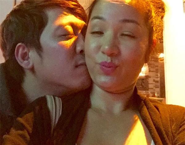 Loạt ảnh lộ rõ thói quen thích ôm, hôn đồng nghiệp nữ của Trường Giang - Ảnh 20.