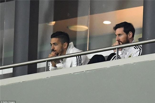 Messi ngồi khán đài, chứng kiến Argentina bị Tây Ban Nha hủy diệt - Ảnh 3.