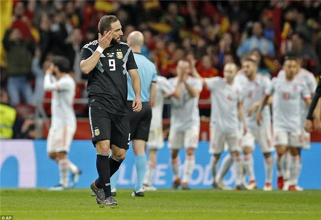 Messi ngồi khán đài, chứng kiến Argentina bị Tây Ban Nha hủy diệt - Ảnh 13.