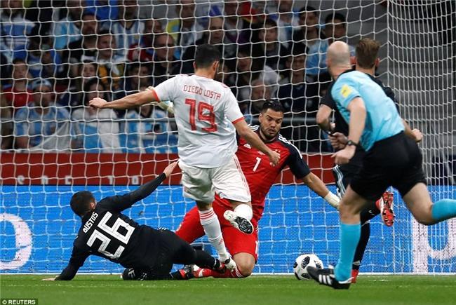 Messi ngồi khán đài, chứng kiến Argentina bị Tây Ban Nha hủy diệt - Ảnh 4.