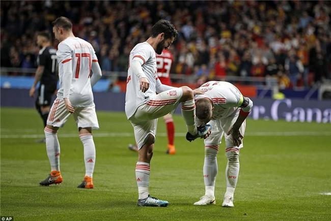 Messi ngồi khán đài, chứng kiến Argentina bị Tây Ban Nha hủy diệt - Ảnh 9.