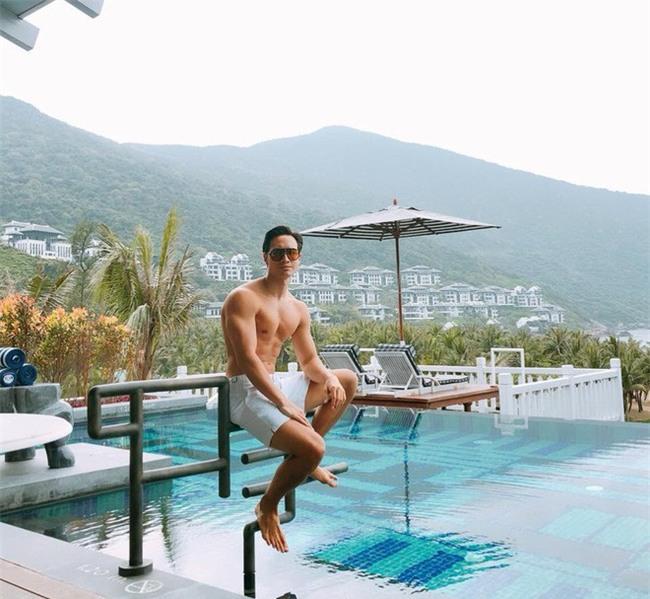 Hồ Ngọc Hà âu yếm ôm chặt Kim Lý khi cùng đi du lịch Đà Nẵng - Ảnh 3.