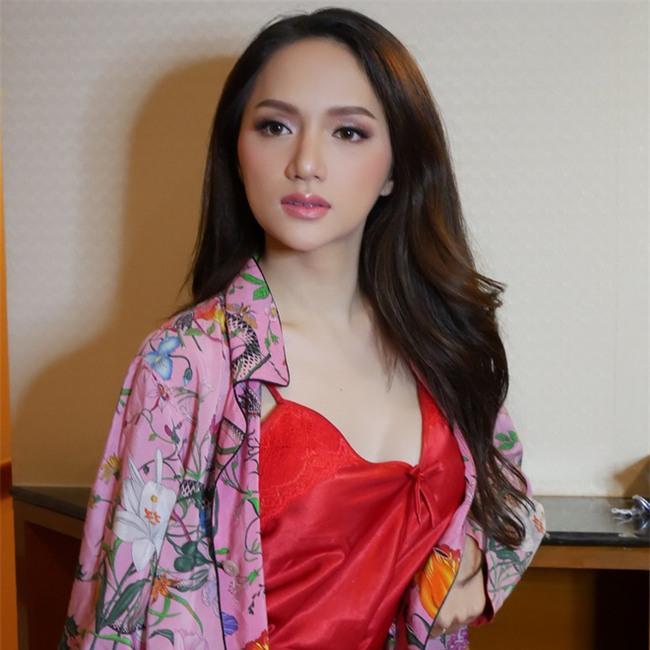 Dưới bàn tay trang điểm của chuyên gia người Thái, nhan sắc của Hoa hậu Hương Giang trông khác lạ bất ngờ  - Ảnh 5.