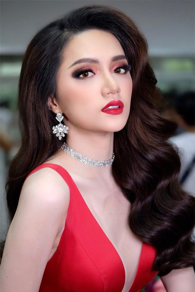 Dưới bàn tay trang điểm của chuyên gia người Thái, nhan sắc của Hoa hậu Hương Giang trông khác lạ bất ngờ  - Ảnh 8.