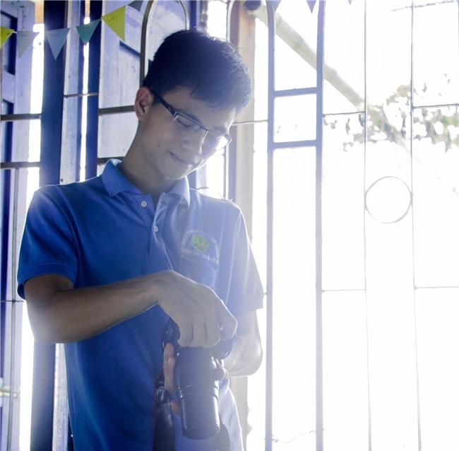 Bỏ học đi bán mắm cá, ở nhà tự học tiếng Anh, chàng trai Quảng Trị nhận học bổng du học Úc - Ảnh 1.
