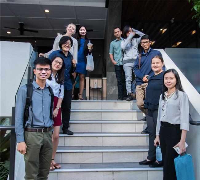 Bỏ học đi bán mắm cá, ở nhà tự học tiếng Anh, chàng trai Quảng Trị nhận học bổng du học Úc - Ảnh 2.
