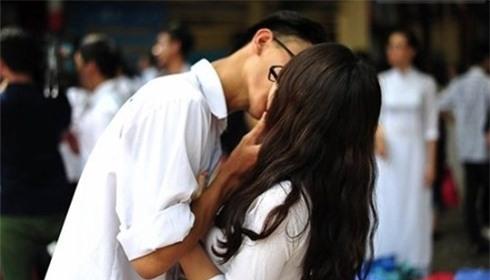 Học sinh giỏi lén lút quan hệ, cha mẹ vẫn tưởng con ngoan