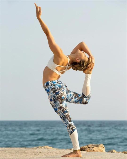 Cô giáo yoga xinh đẹp giúp sức Terry và đồng đội - Ảnh 7.
