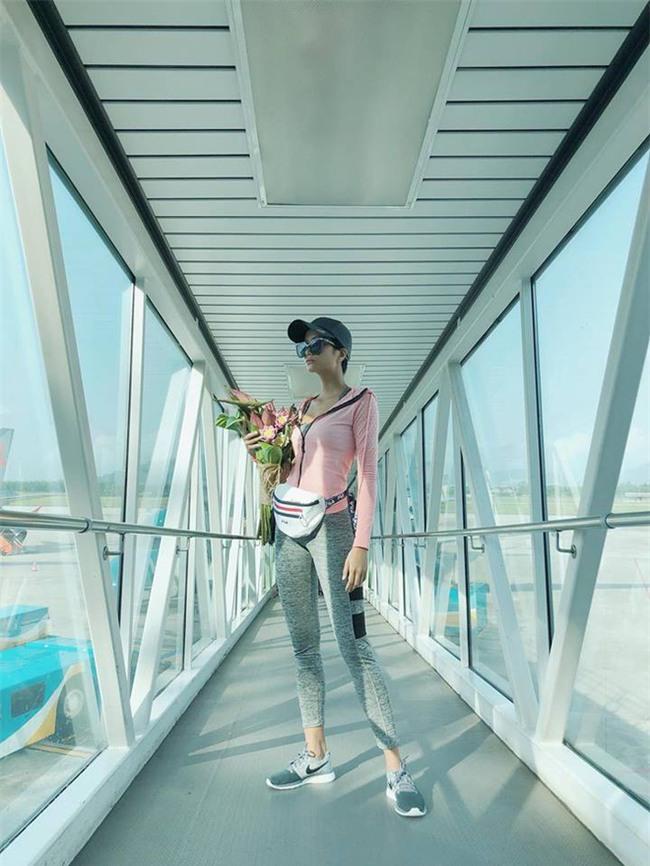 Chẳng còn hứng thú khoe street style sành điệu, Hà Hồ - Phạm Hương lại muốn xem ai lạ hơn ai - Ảnh 3.
