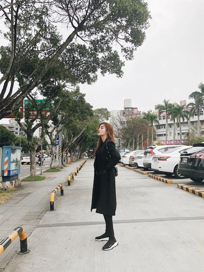 Chẳng còn hứng thú khoe street style sành điệu, Hà Hồ - Phạm Hương lại muốn xem ai lạ hơn ai - Ảnh 6.
