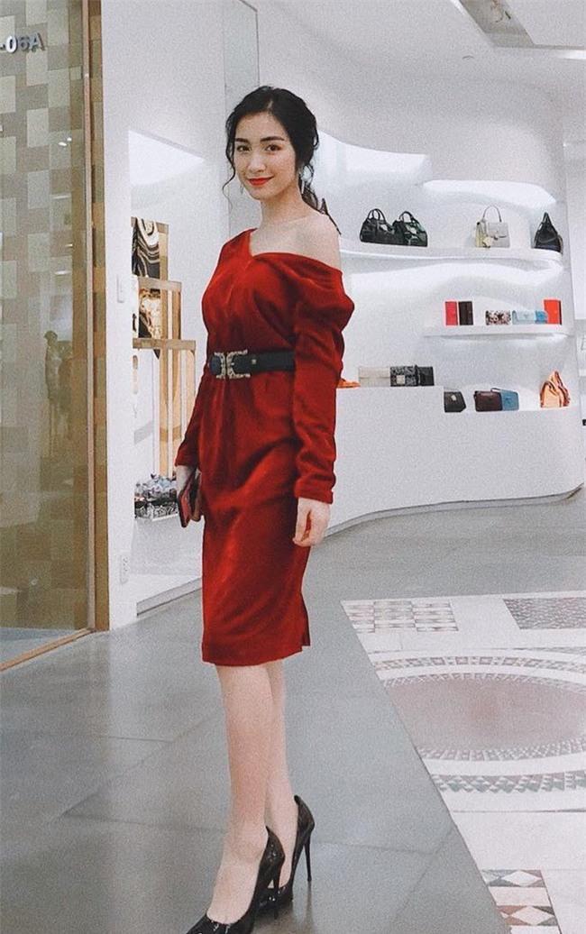 Giảm cân rồi đổi luôn cả phong cách, Hòa Minzy giờ đẹp và sành điệu nào có thua ai - Ảnh 13.
