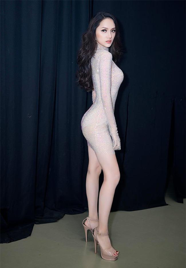 Chiếc đầm quốc dân là đây: Hương Giang mang đi thi, Hòa Minzy đặt may lại và giờ đến HHen Niê mặc - Ảnh 2.