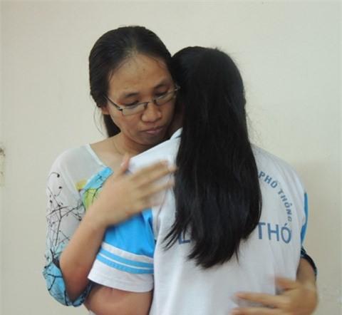 Học sinh trường Long Thới nói về cô giáo im lặng: Tụi em rất bất ngờ, vì cô có nghiêm khắc nhưng dạy tốt và tận tụy - Ảnh 2.
