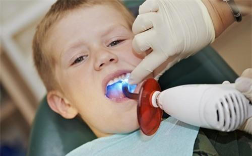 5 quan niệm sai lầm khiến trẻ bị hỏng răng ngay từ nhỏ, các bậc cha mẹ cần chú ý - Ảnh 4.