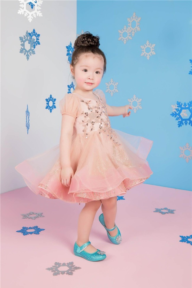 Elly Trần: Khi sinh Cadie, con khóc thôi cũng khiến tôi điên loạn, không thể đối phó được