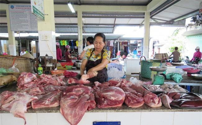 """Chủ sạp thịt lợn mắc màn tuyn: """"Tất cả vì an toàn thực phẩm"""""""