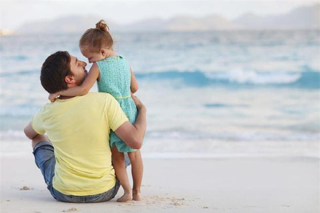 Hãy dạy con biết tự lập từ sớm bằng việc thường xuyên nói 3 câu này - Ảnh 2.